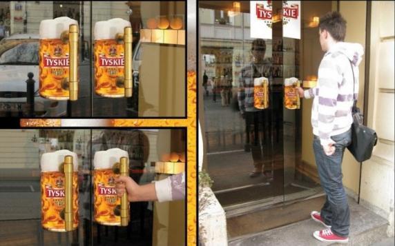 adesivi birra su porta a vetri