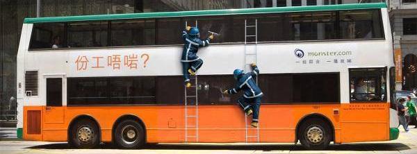autobus adesivi finti lavoratori