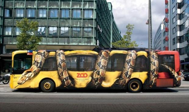 autobus decorato adesivo serpente