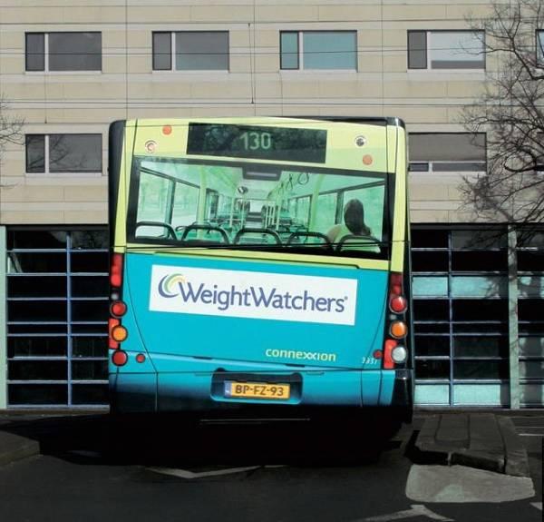 retro autobus inclinato dal peso