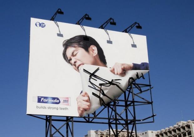 grande manifesto pubblicità dentifricio