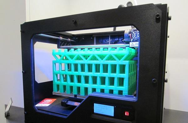 stampante 3D in funzione