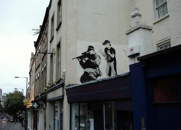 Bansky cecchino graffiti a Bristol del 2009