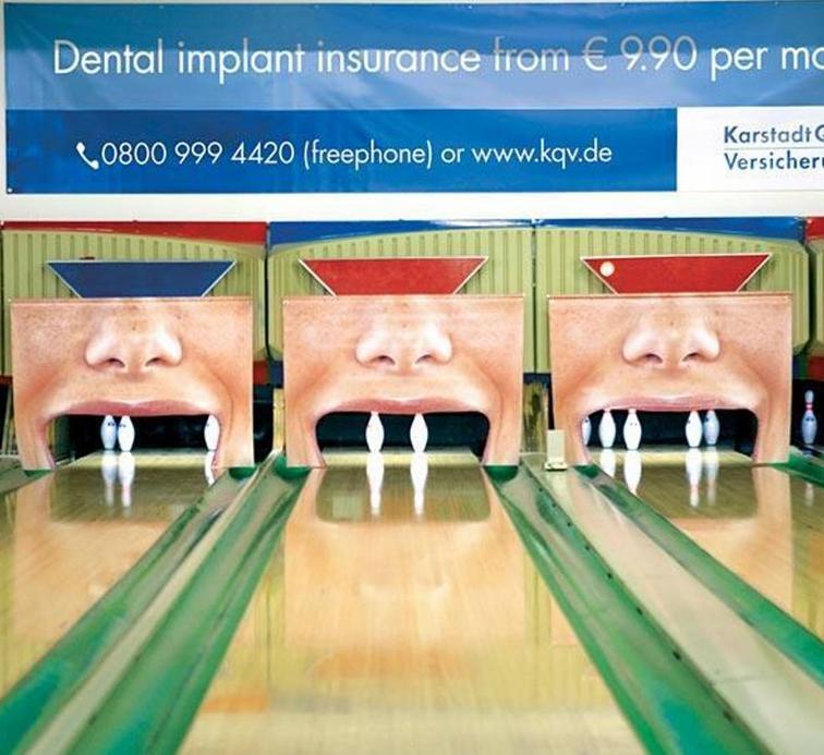 piste bowling con birilli simili a denti