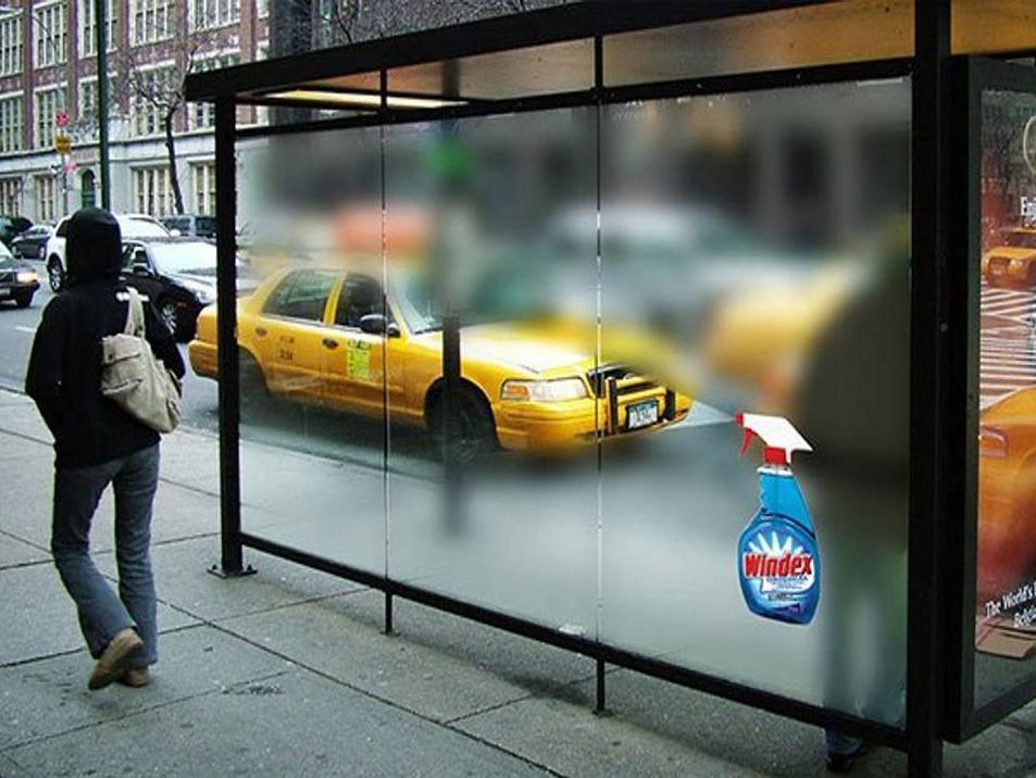Effetto pulito su fermata bus con adesivi glass decor