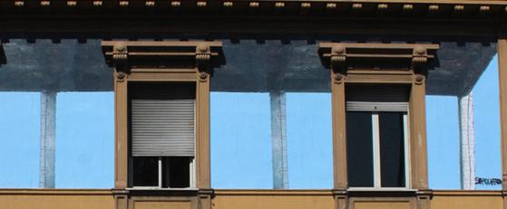 progetto sbagliato illusione finestre su fondale cielo