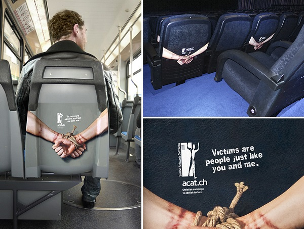 adesivo mani legate dietro sedile aereo