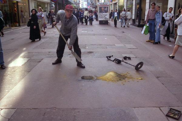 Julian beever scavo caccia all'oro
