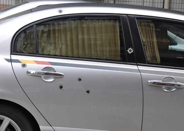adesivo carrozzeria fori di proiettile