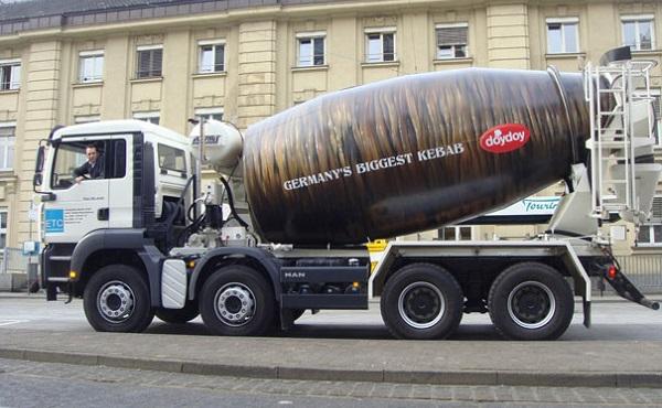 kebab gigante su camion betoniera