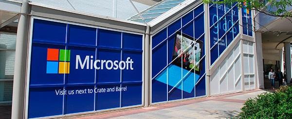 centro commerciale pubblicità adesivo su scala esterna