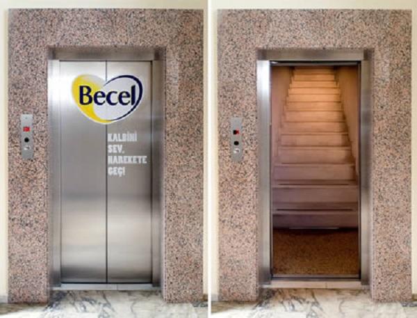 illusione ottica adesivo scale dentro un ascensore