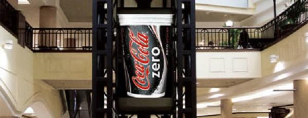 pubblicità coca cola su ascensore