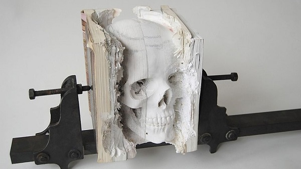 libro scultura - il teschio