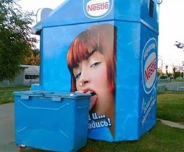 cassonetto vicino pubblicità gelato
