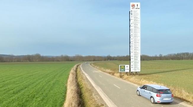 Cartellone pubblicitario stradale